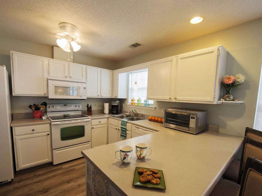 Delphi Cottage kitchen