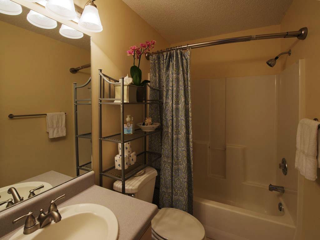 Delphi Cottage bathroom