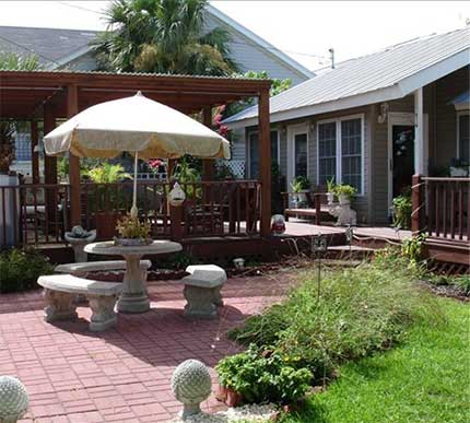 The garden patio of Crowe's Cottage on Tybee Island